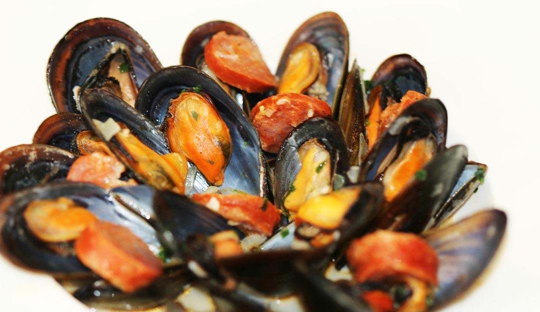 Moules au chorizo : la recette espagnole traditionnelle